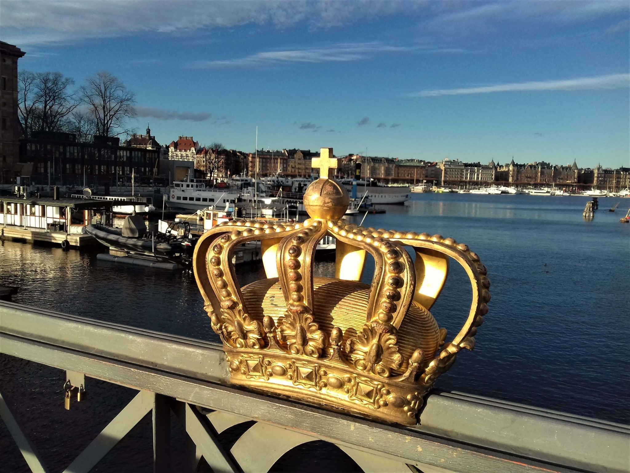 Crown on the bridge