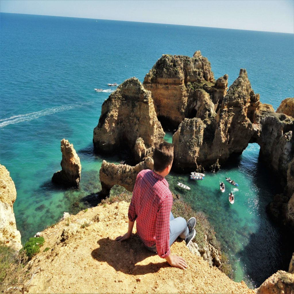 RomanRoams travel blog, cliff in Portugal