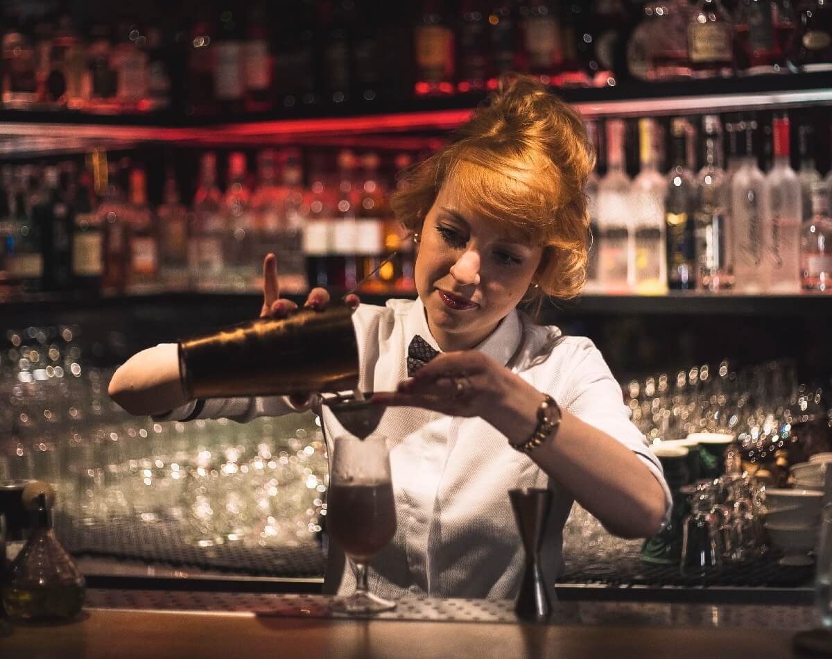 bartender in a cool New York bar, 2-day guide