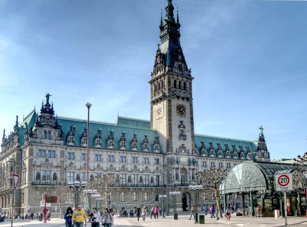 Hamburg city hall guide for 3 days