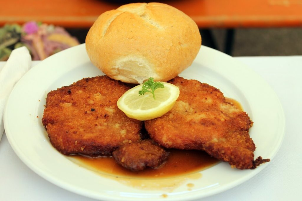 Vienna schnitzel, foods to try and restaurants to try it in Vienna