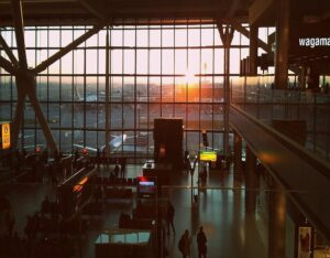 Heathrow airport in London, traveler's guide to transportation options to get to the city center