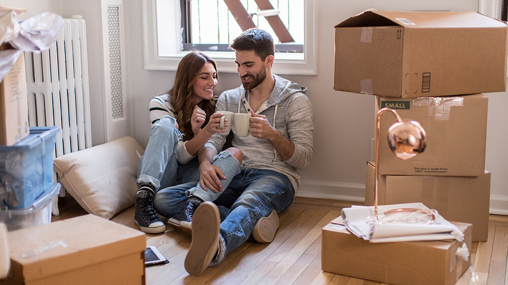 Couple moving to a new place, tips to pack stuff