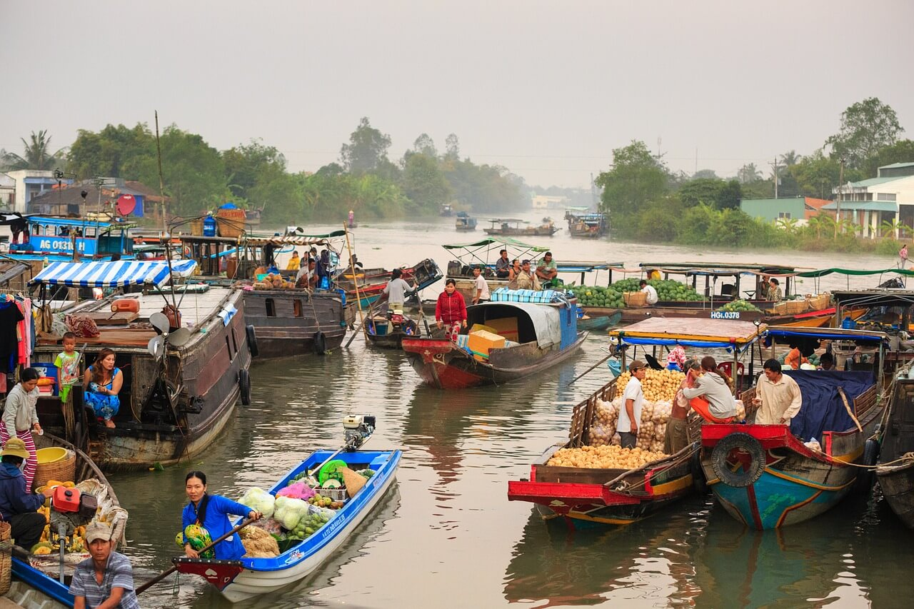 Guide to Vietnam for first time visitors, boats