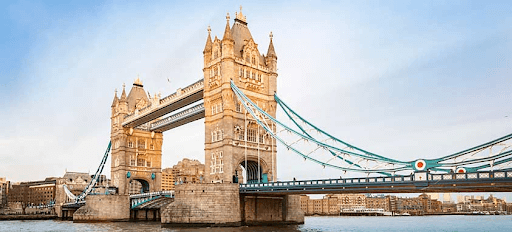 Tower Bridge in London, how to find cheap flights in Europe