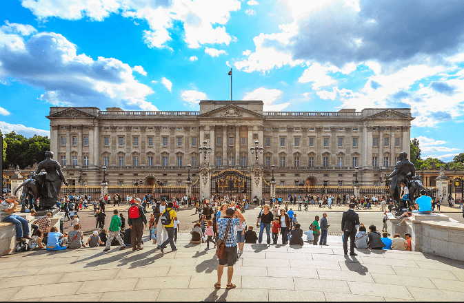 Visiting Bucingham Palace in London at a low cost