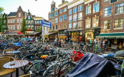 Amsterdam bikes and colorful houses, weekend itinerary
