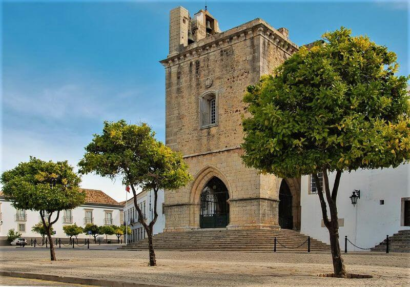 Faro cathedral in old town, 2-day itinerary