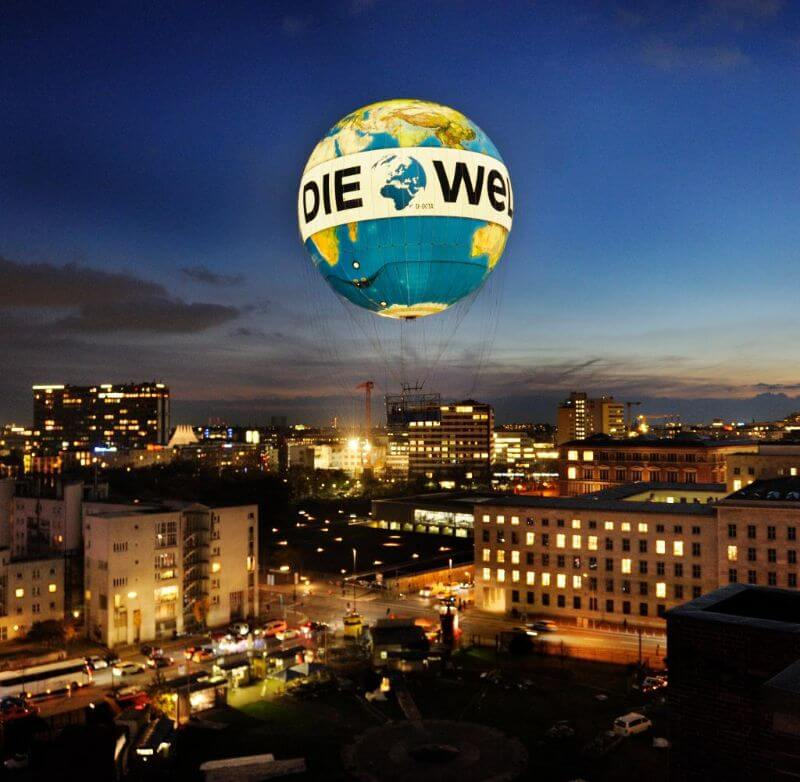 Die Welt air balloon at night in Berlin