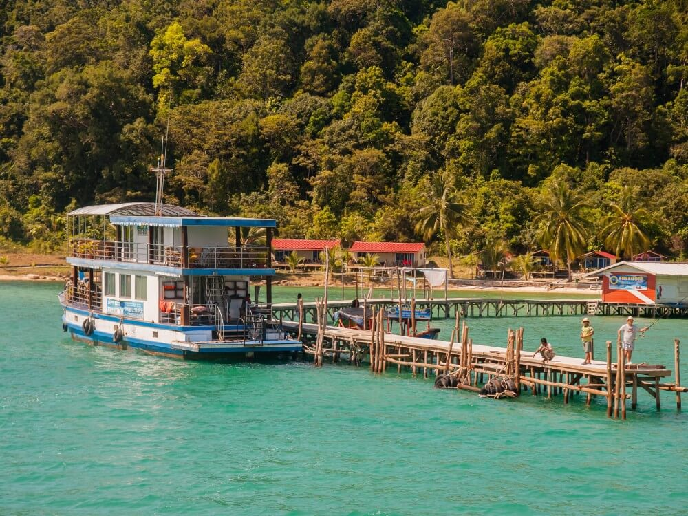 Koh Rong Sanloem shore and travel boat in Cambodia